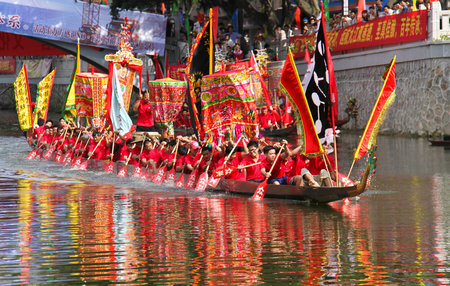 Attend the Hong Kong Dragon Boat Festival in New York this August